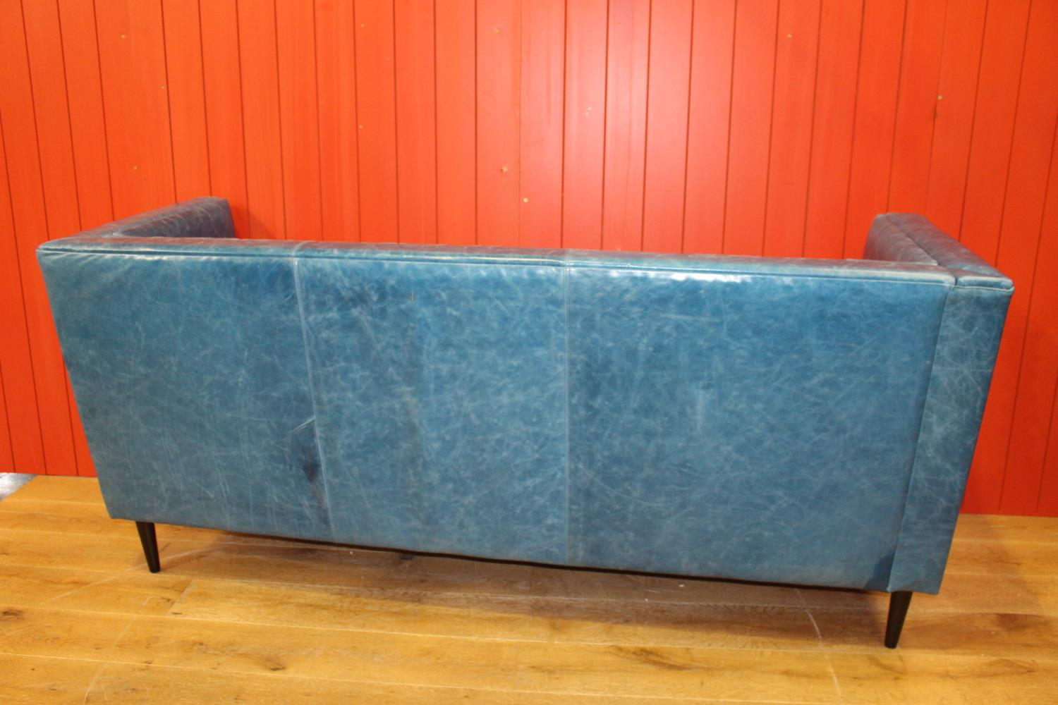 Leather upholstered three seater settee - Image 2 of 2