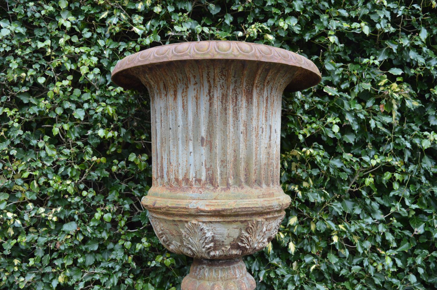 Pair of cast iron urn in the Georgian style - Image 2 of 3