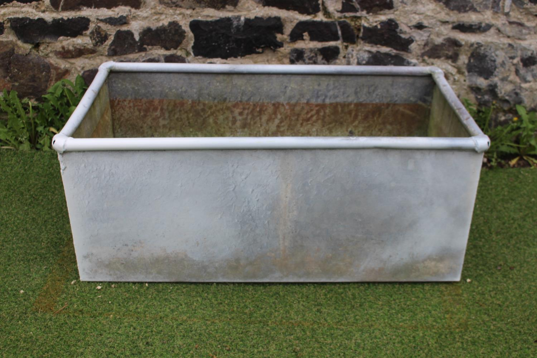 Rectangular metal planter