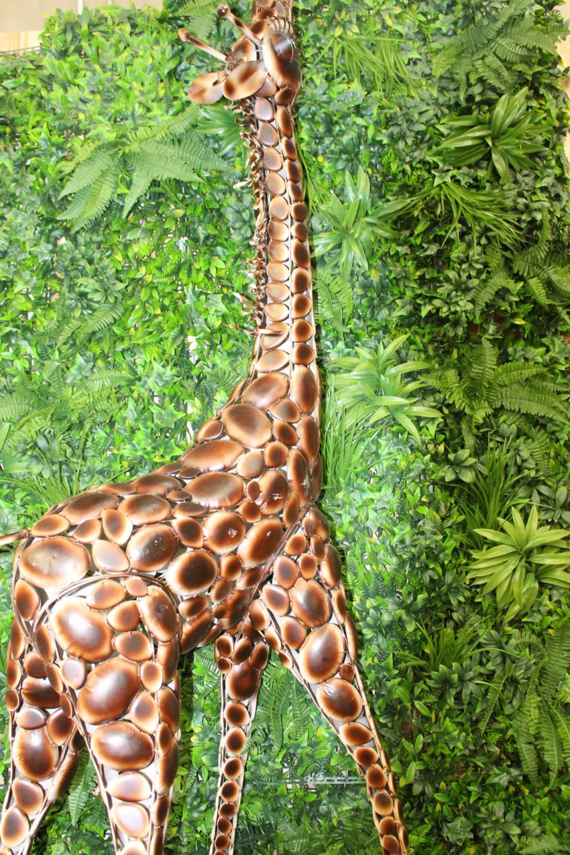 Metal model of giraffe calf - Image 2 of 2