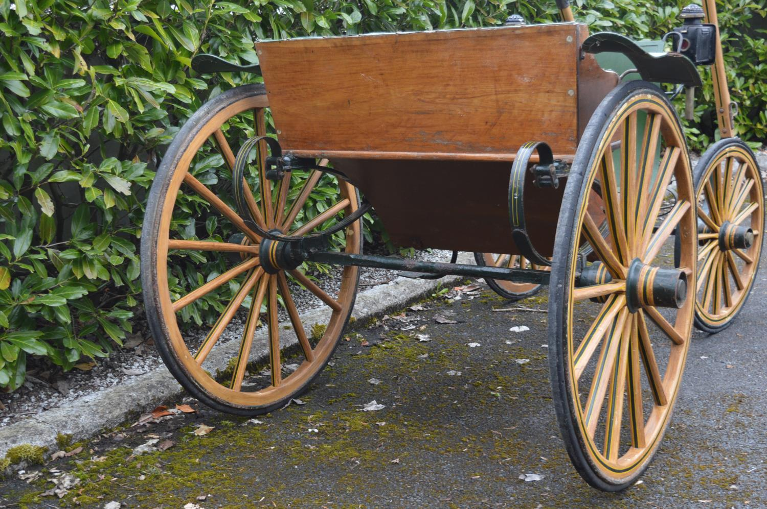 19th C. horse drawn carriage. - Image 3 of 5