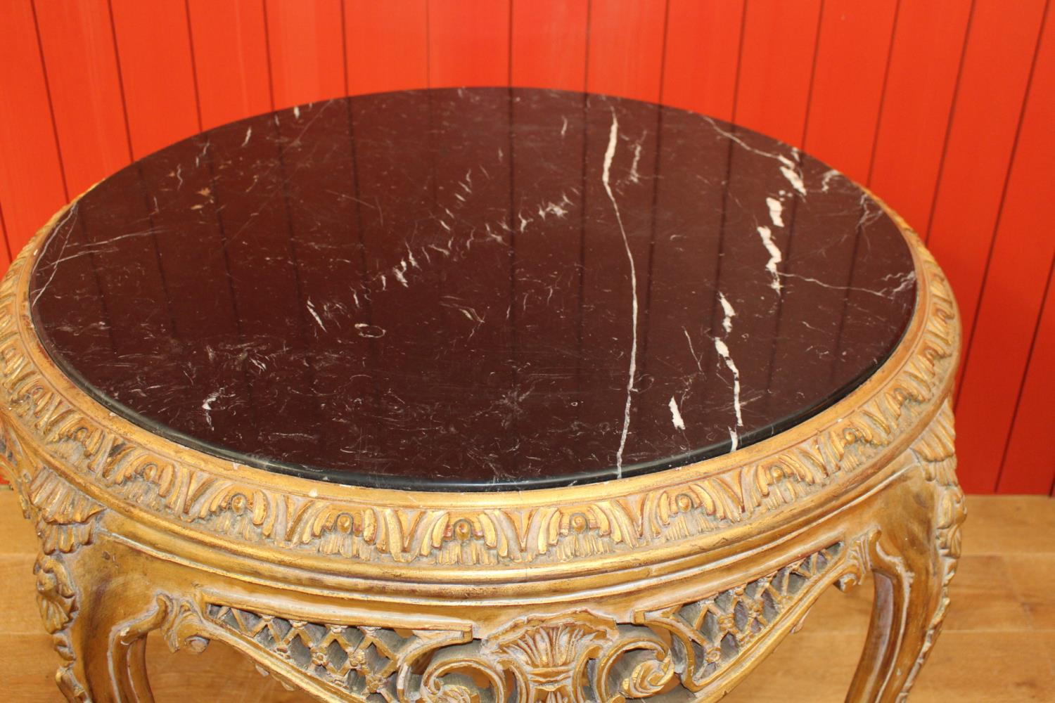 Giltwood centre table - Image 2 of 2