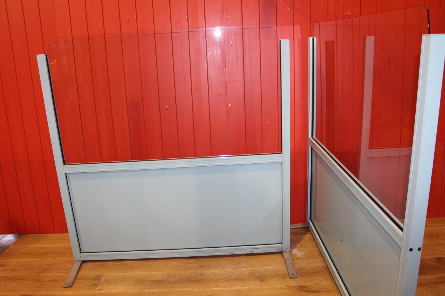 Pair of metal and glass dividers