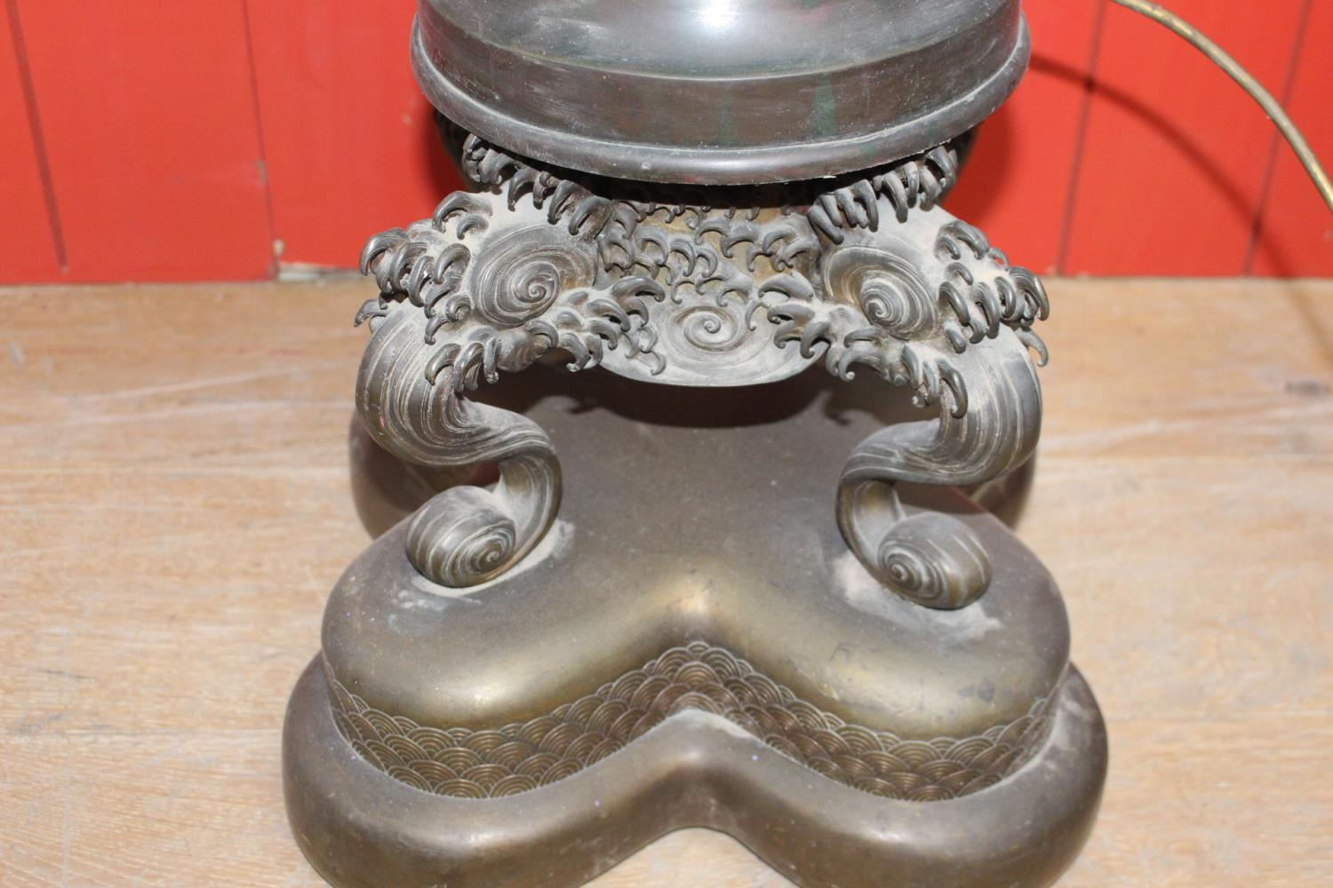 Bronze table lamp in the form of a Japanese urn - Image 2 of 2