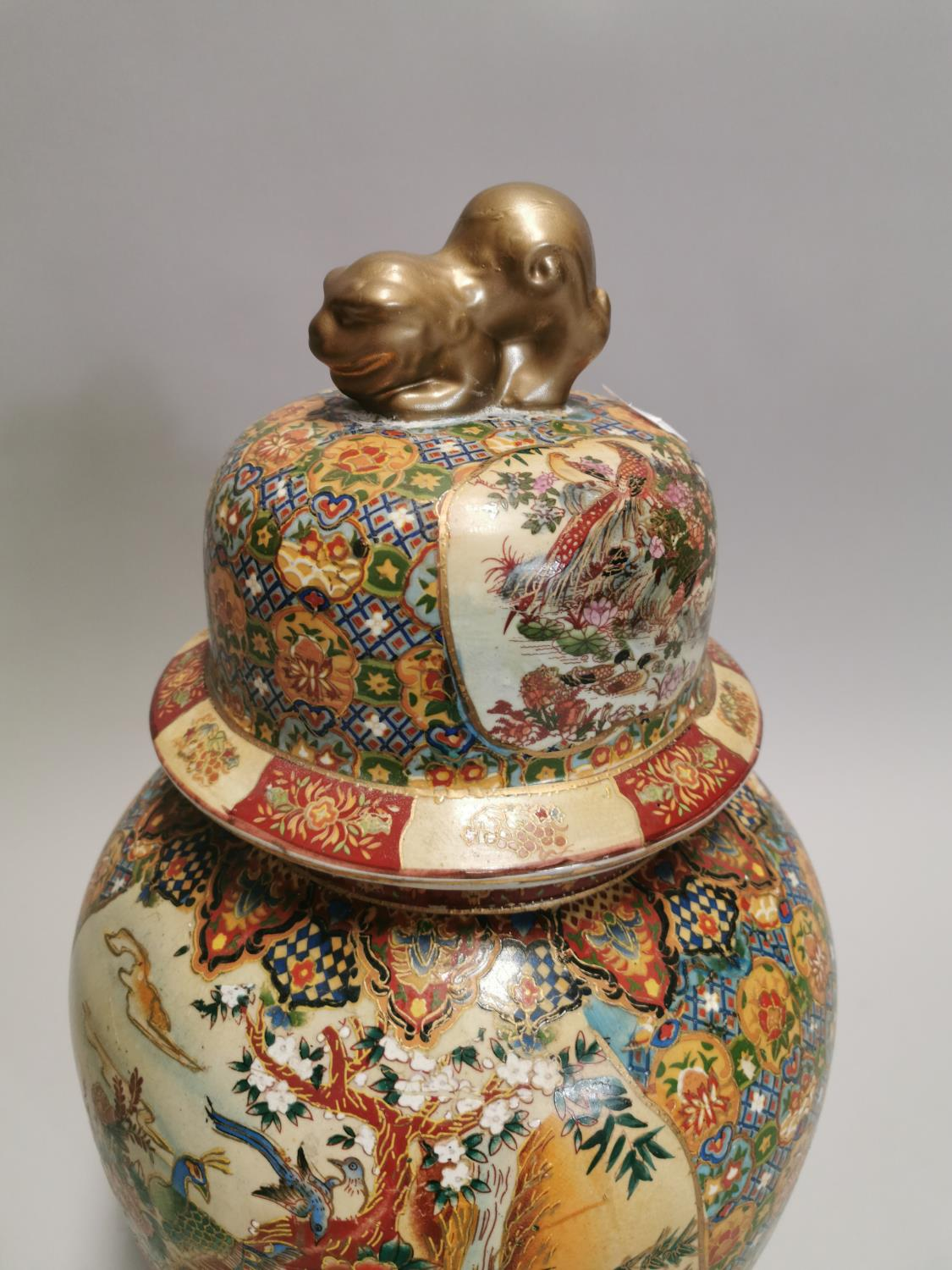 Ceramic lidded vase in the Cantonese style. - Image 5 of 7