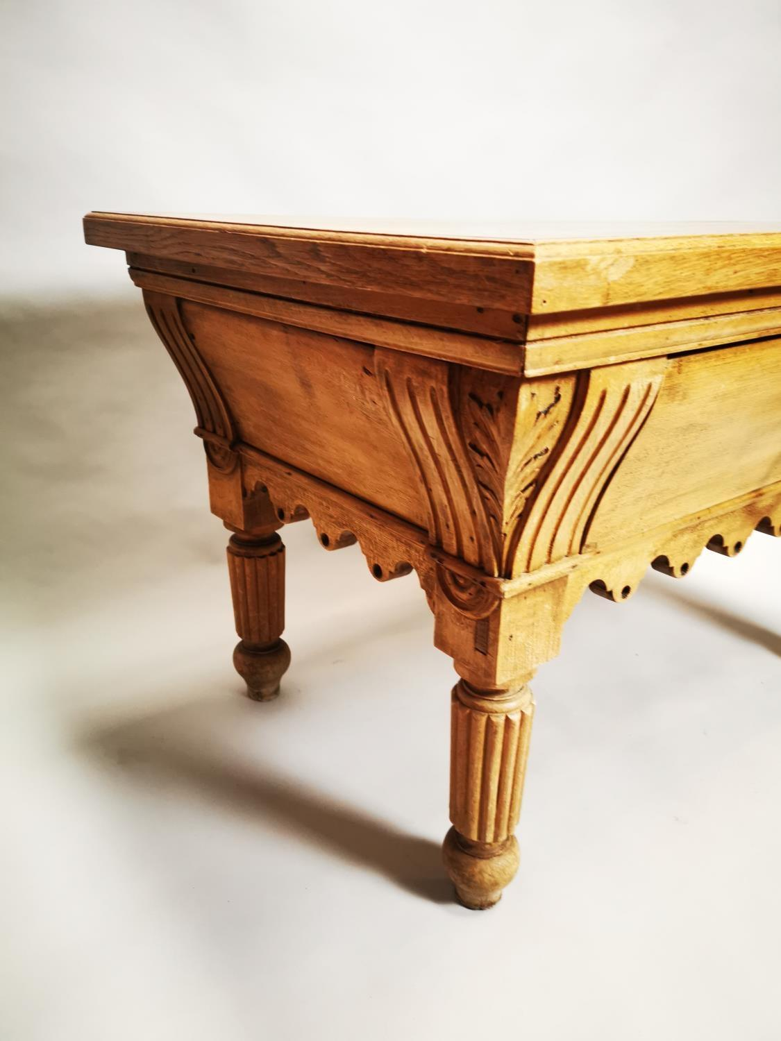 Early 20th C. pine and oak butchers table - Image 4 of 12