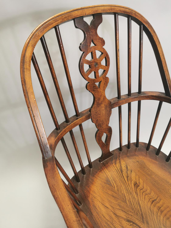 Good quality oak Windsor armchair - Image 4 of 7