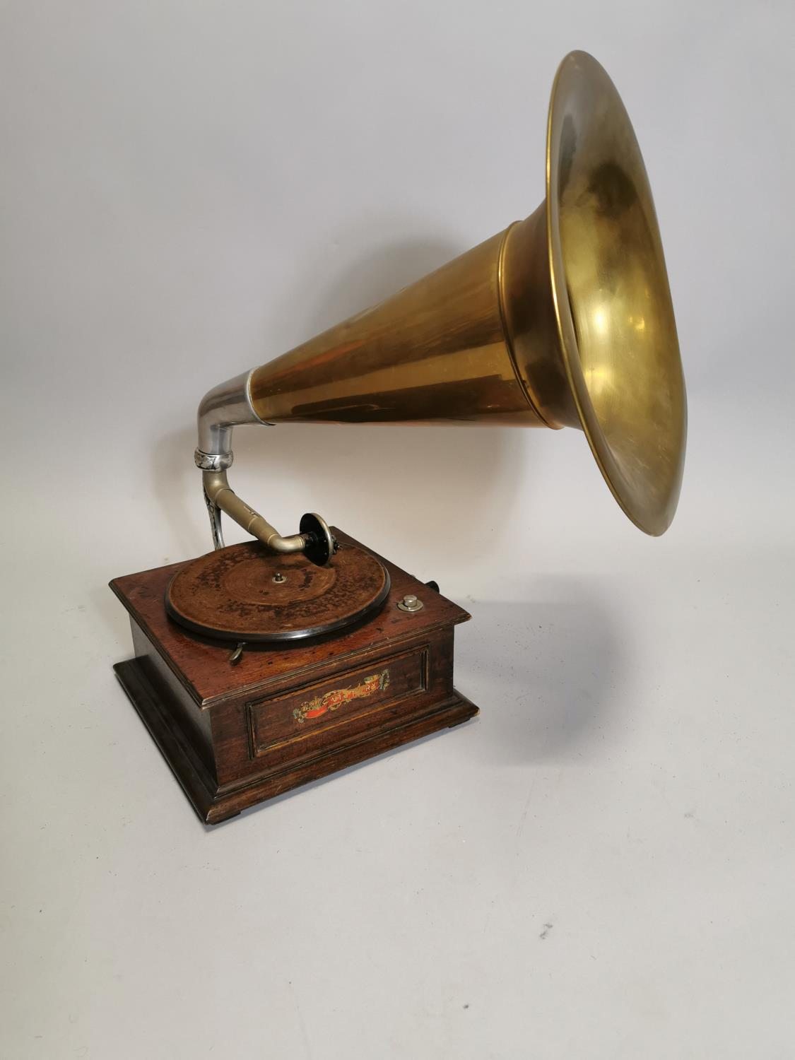 Victory gramophone in oak case with brass horn