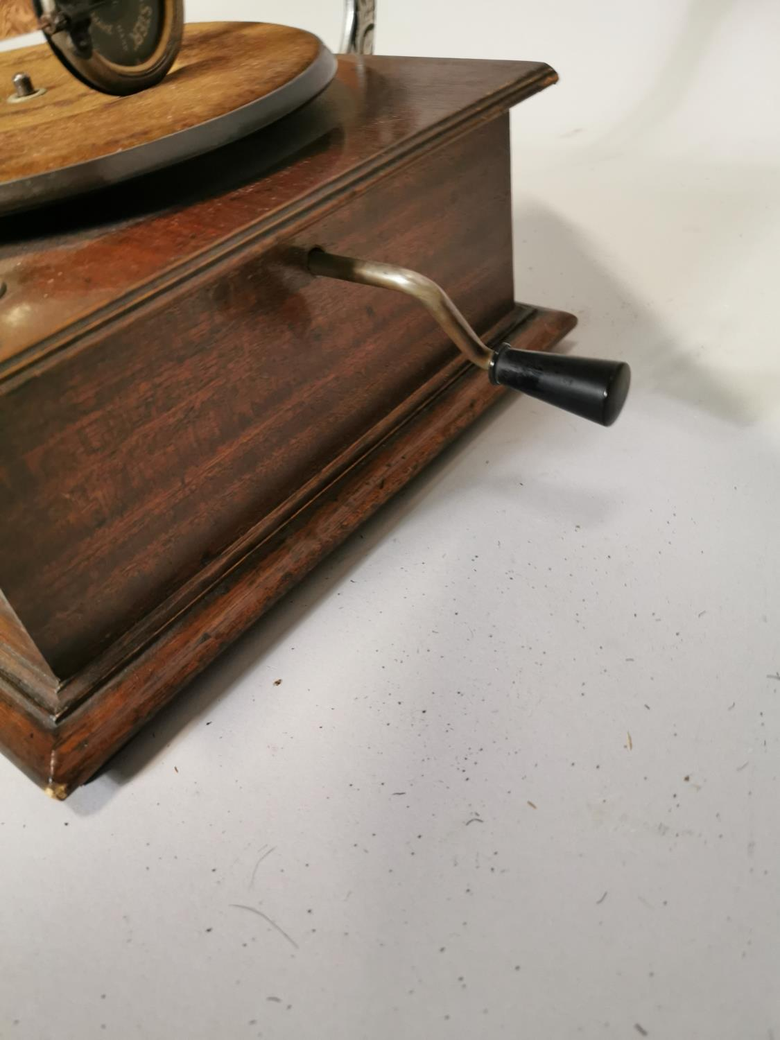 Victory gramophone in oak case with brass horn - Image 7 of 7