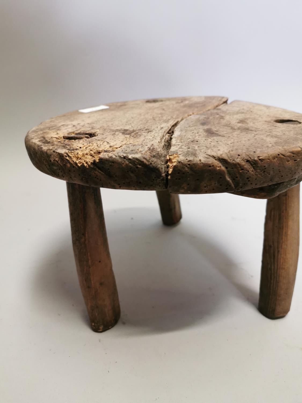 18th. C. pine milking stool - Image 5 of 5