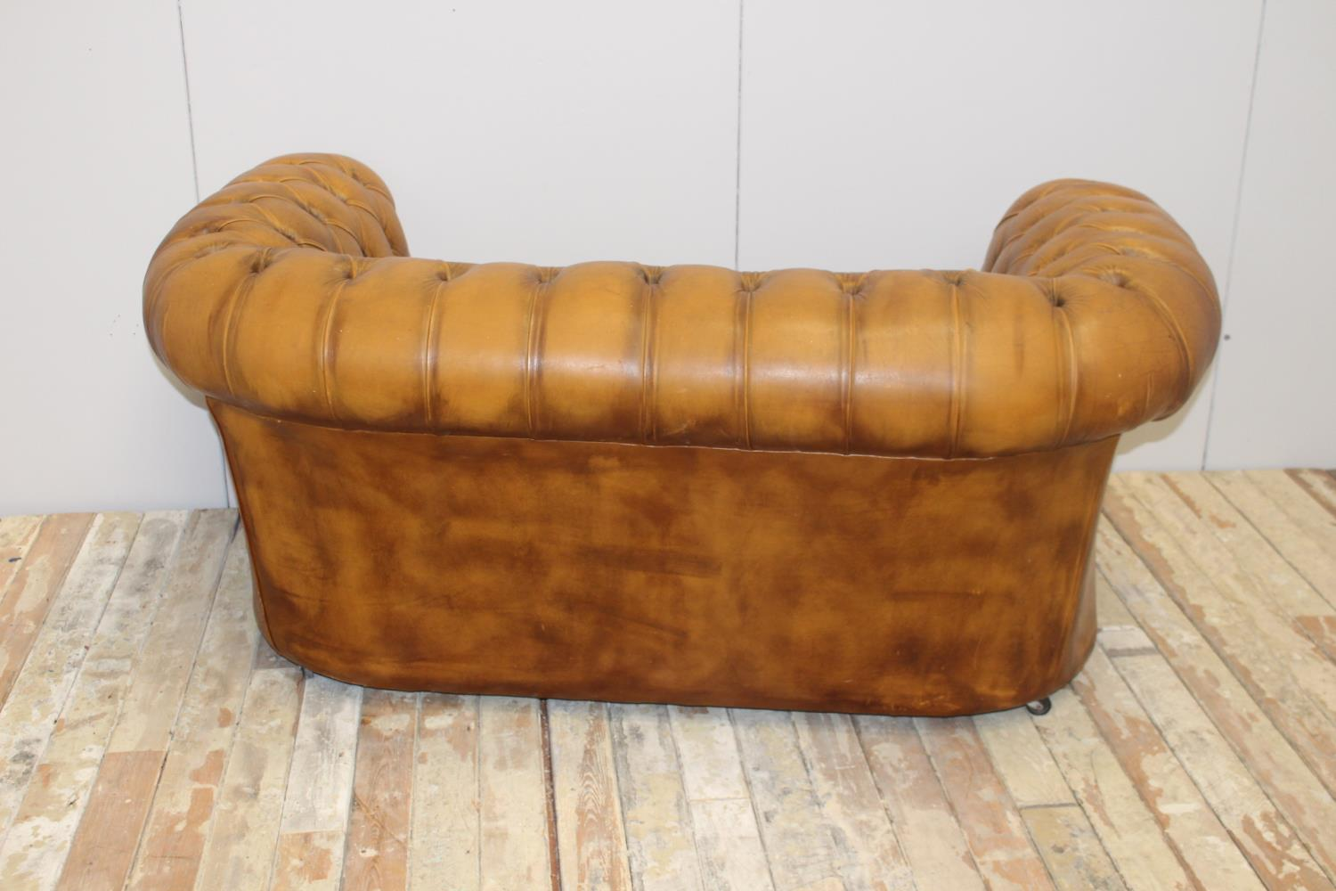 Leather upholstered two seater Chesterfield sofa - Image 3 of 3