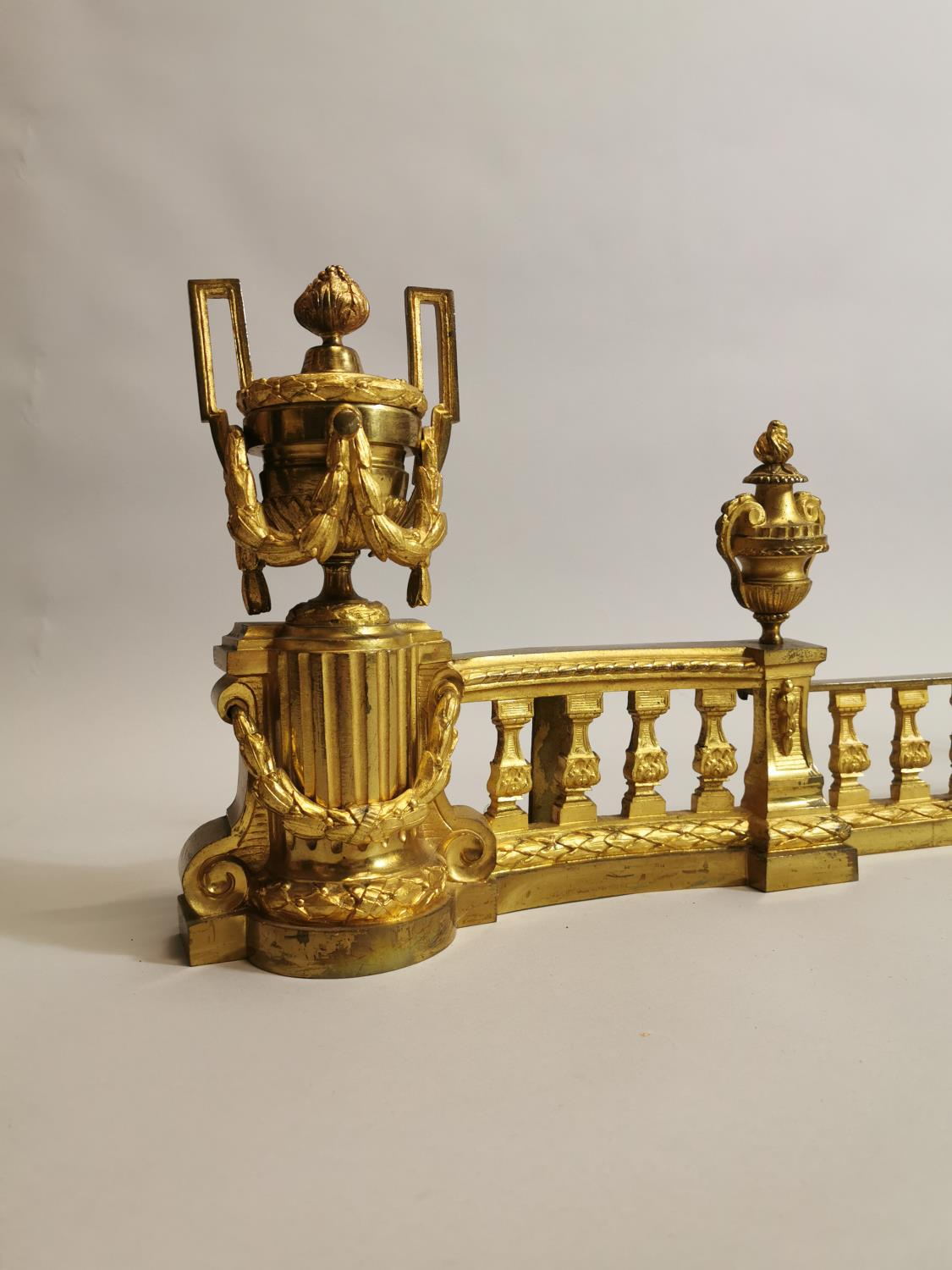 Good quality 19th. C. brass fire fender - Image 5 of 6