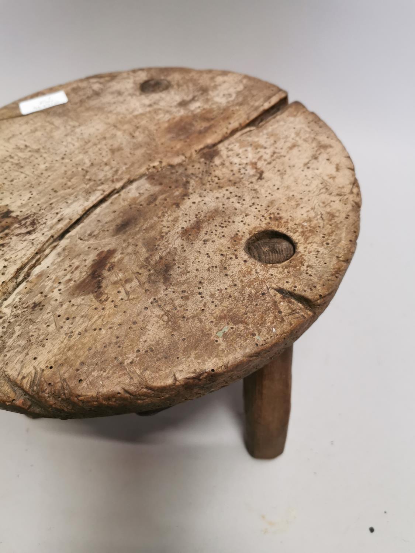 18th. C. pine milking stool - Image 2 of 5