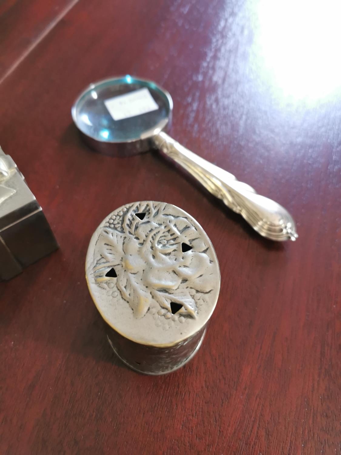 Silverplated scent box , inkwell and magnifying glass - Image 2 of 2