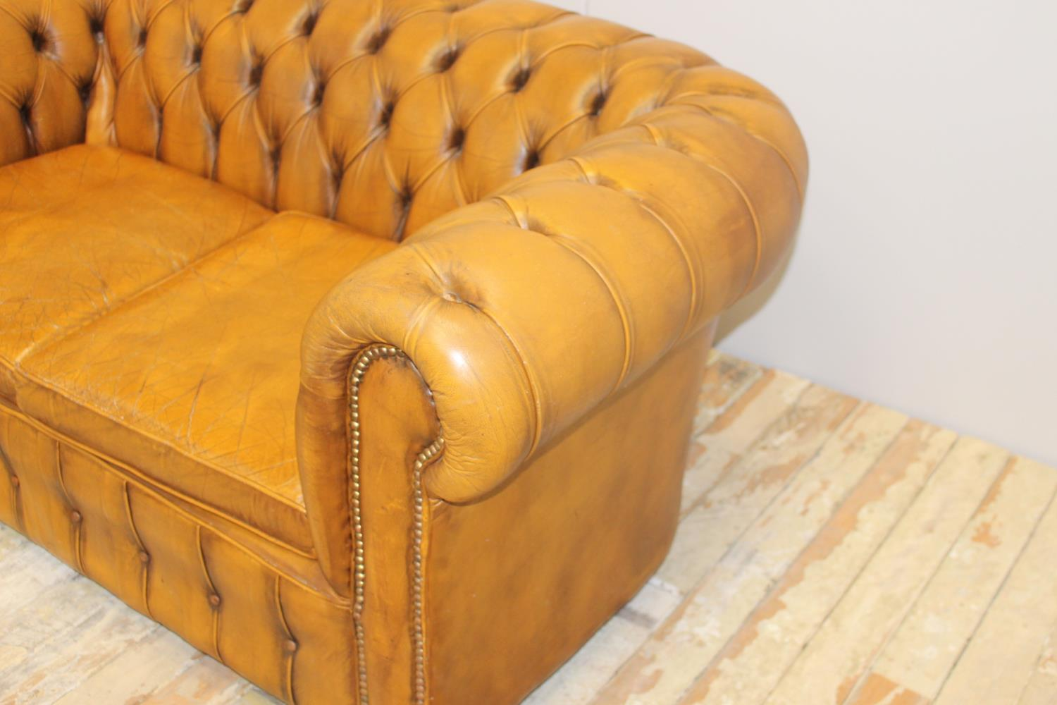 Leather upholstered two seater Chesterfield sofa - Image 2 of 3