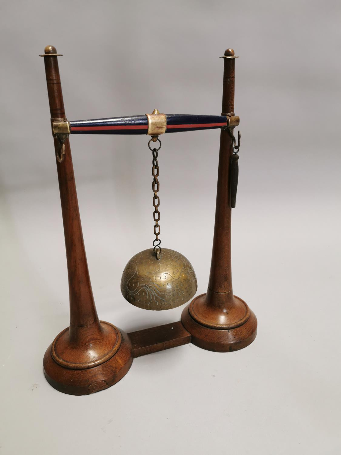 Early 20th.C. oak and brass gong
