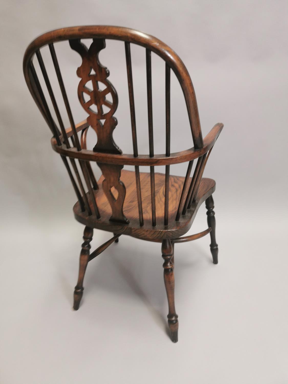 Good quality oak Windsor armchair - Image 7 of 7