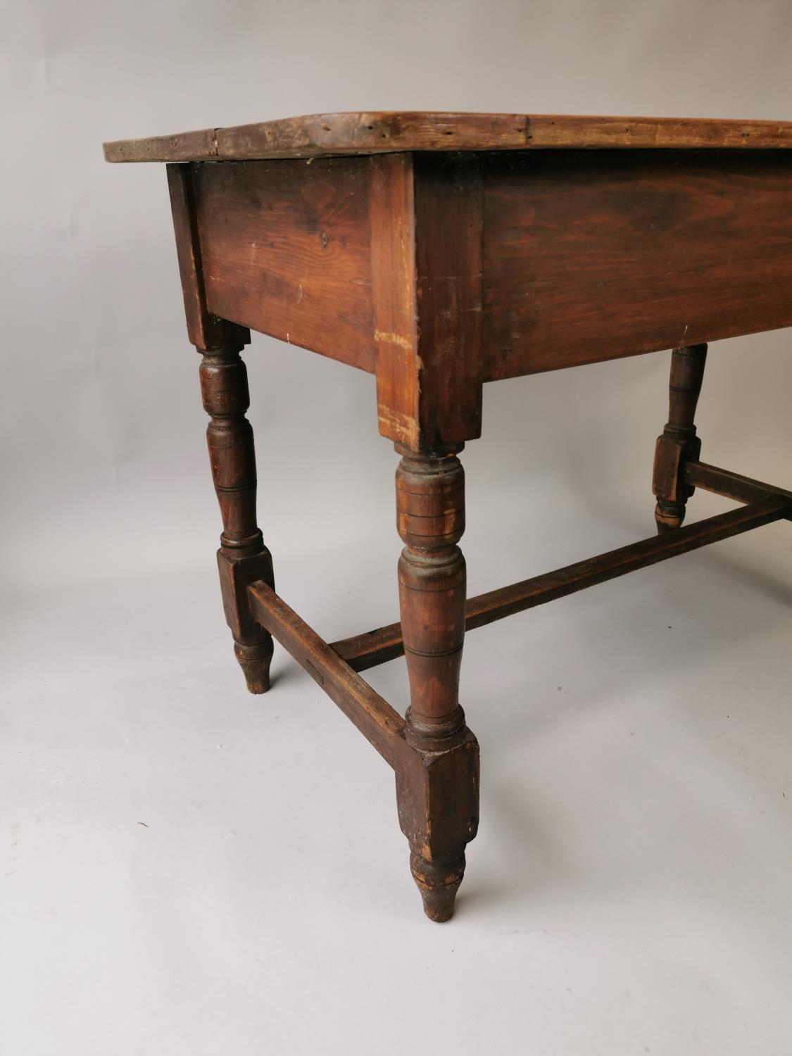 19th. C. painted pine table - Image 2 of 7