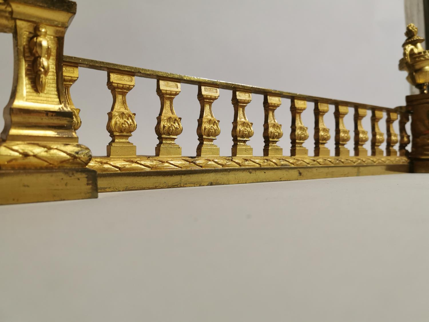 Good quality 19th. C. brass fire fender - Image 6 of 6