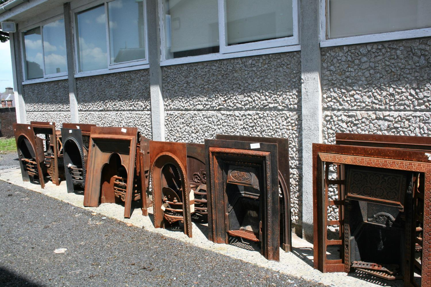 Large collection of antique cast iron fire insets, fire grates, fenders etc. - Image 5 of 6