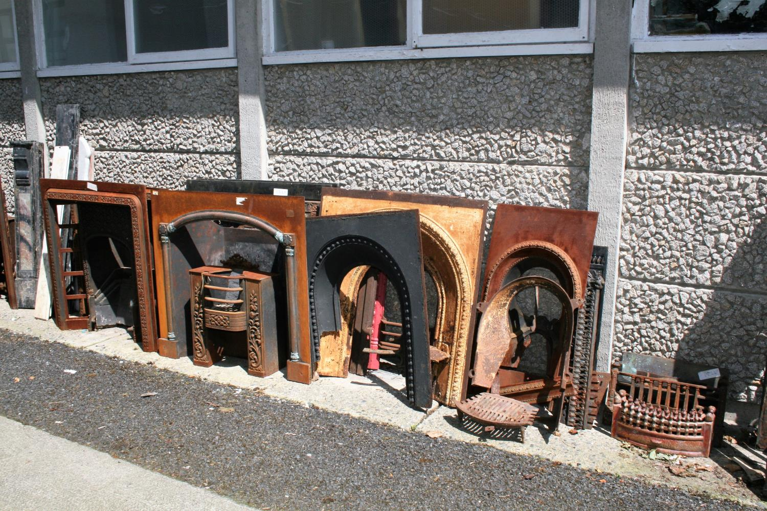 Large collection of antique cast iron fire insets, fire grates, fenders etc. - Image 3 of 6