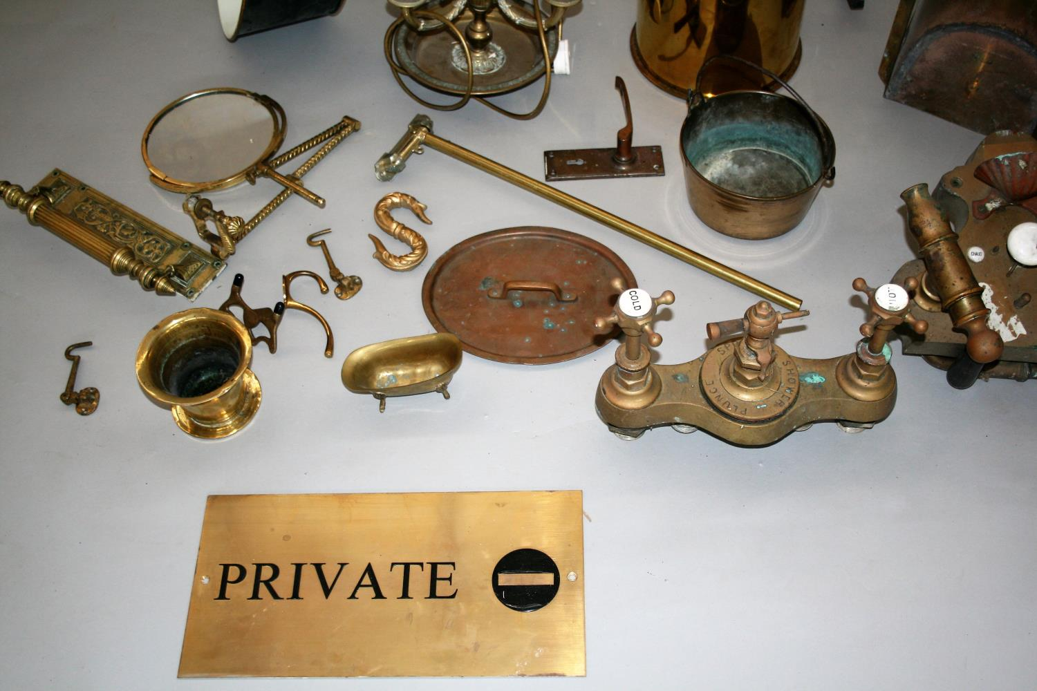 Collection of quality antique brass items, lamp, private sign etc - Image 2 of 4