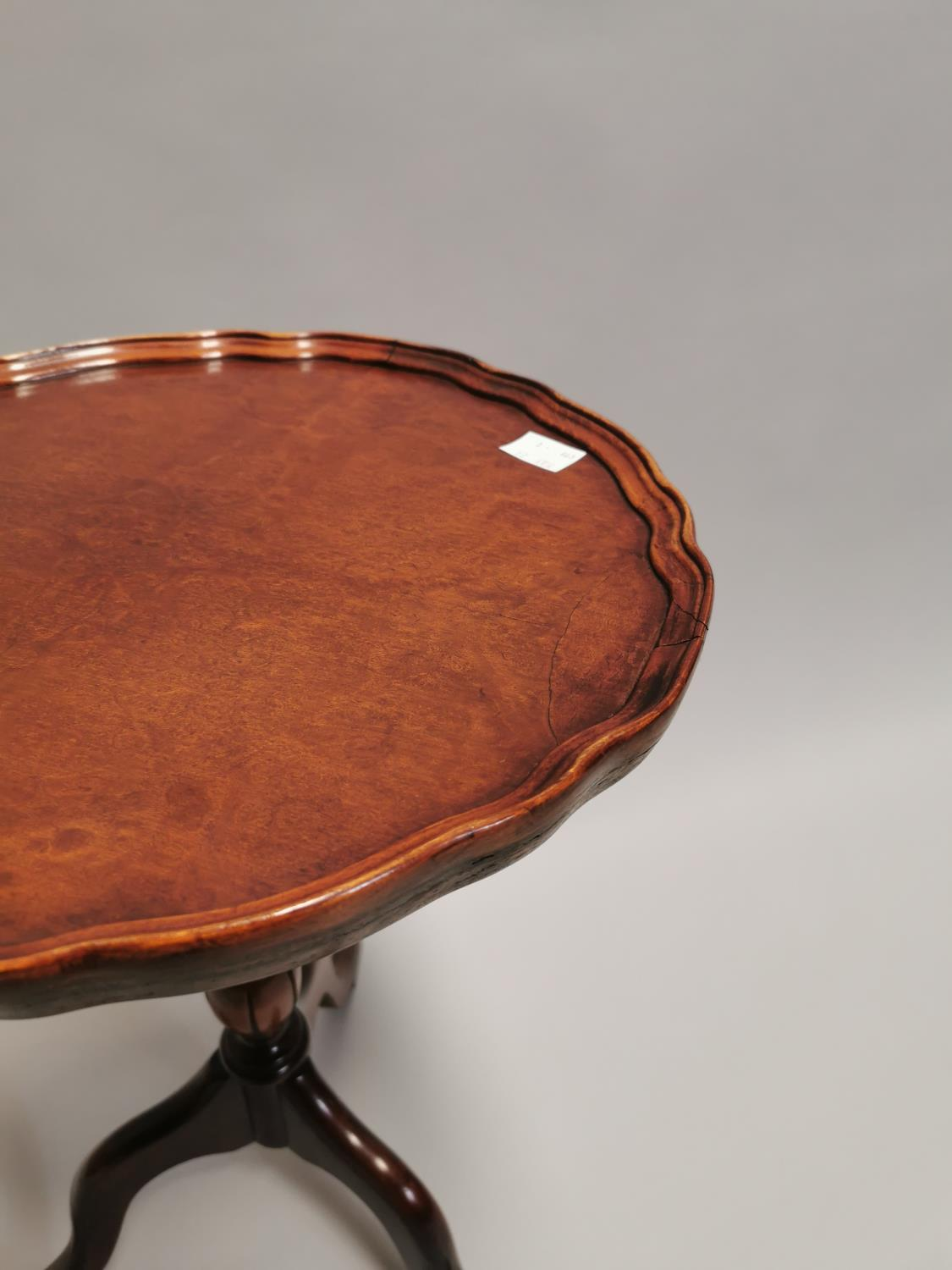 Edwardian walnut wine table on turned column and three outswept legs 53 cm H x 39 cm Dia. - Image 3 of 3