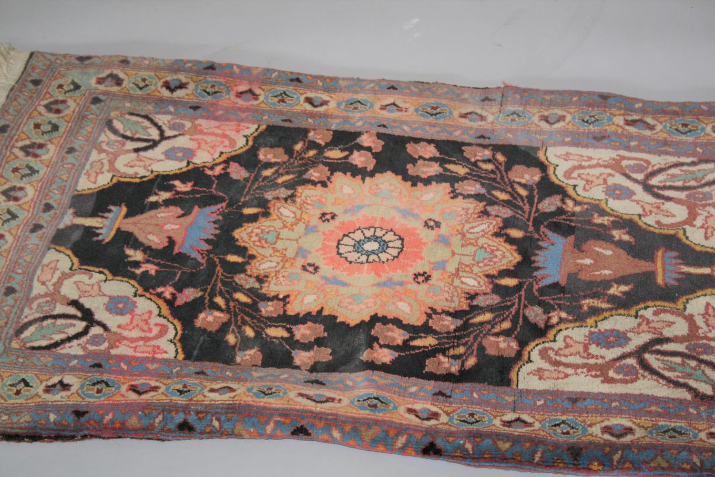 Antique prayer rug 107 x 60 - Image 2 of 3