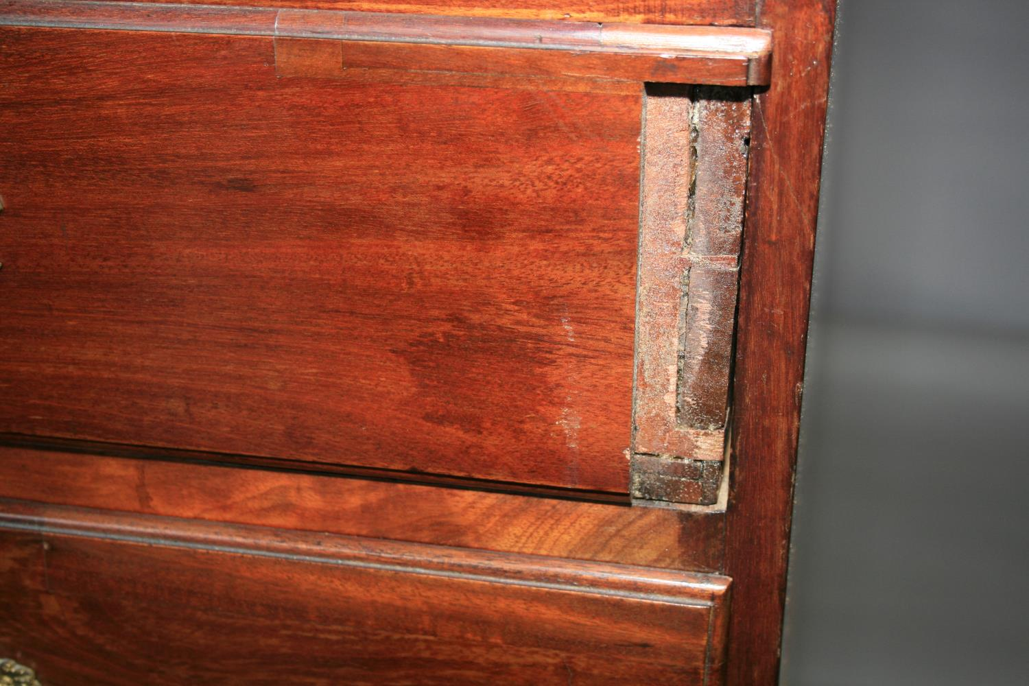 Fine 18th Century mahogany chest of drawers with two short and two long graduated drawers on bracket - Image 3 of 4