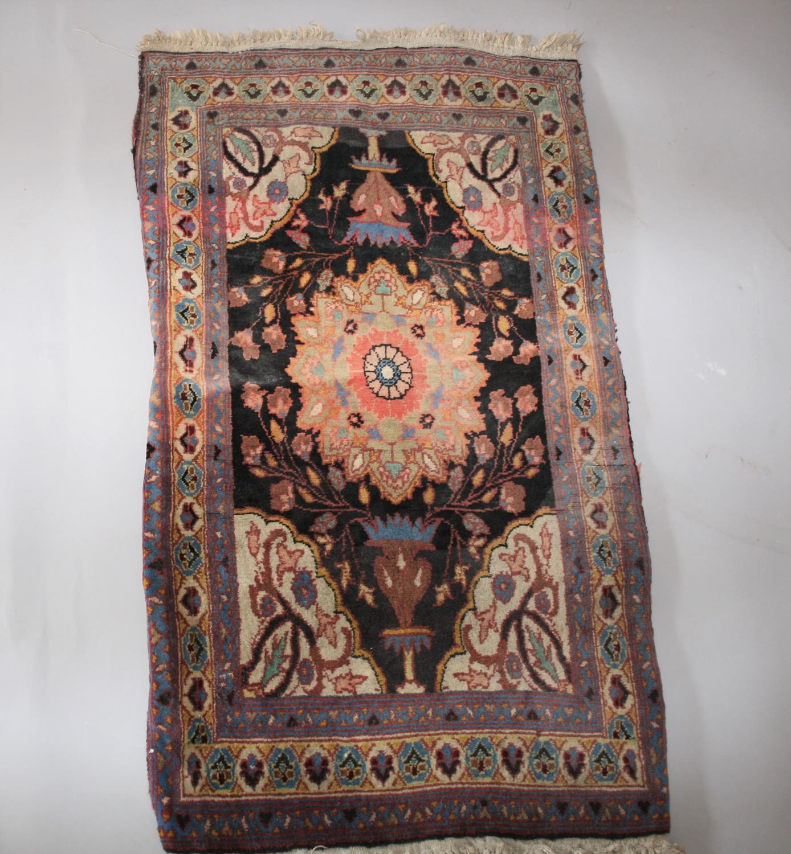 Antique prayer rug 107 x 60 - Image 3 of 3