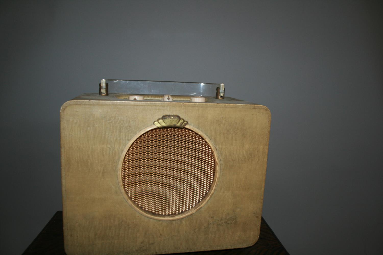 Cool vintage Ever Ready radio with perplex carrying handle. 30W x 30H x 18D - Image 2 of 2