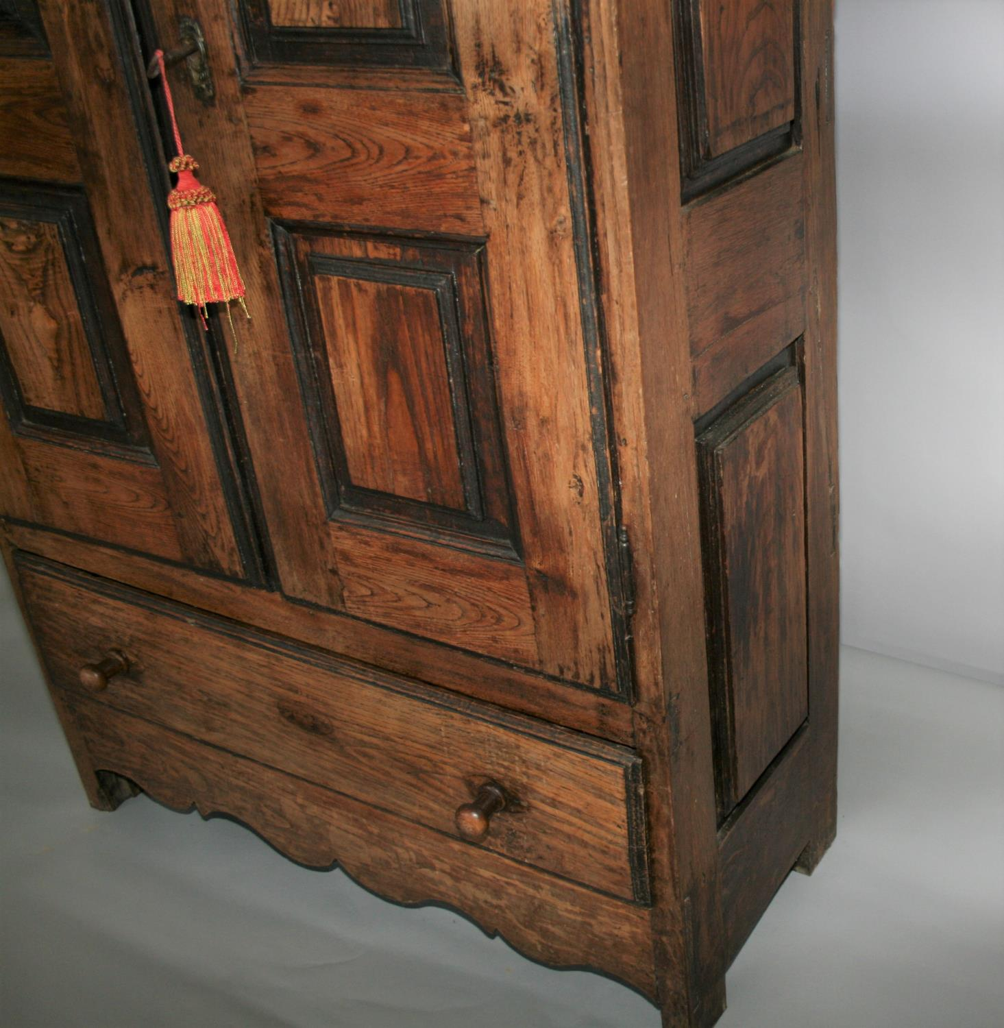 17th Century oak armoire with panel door and sides. 120W x 180H x 52D - Image 3 of 5