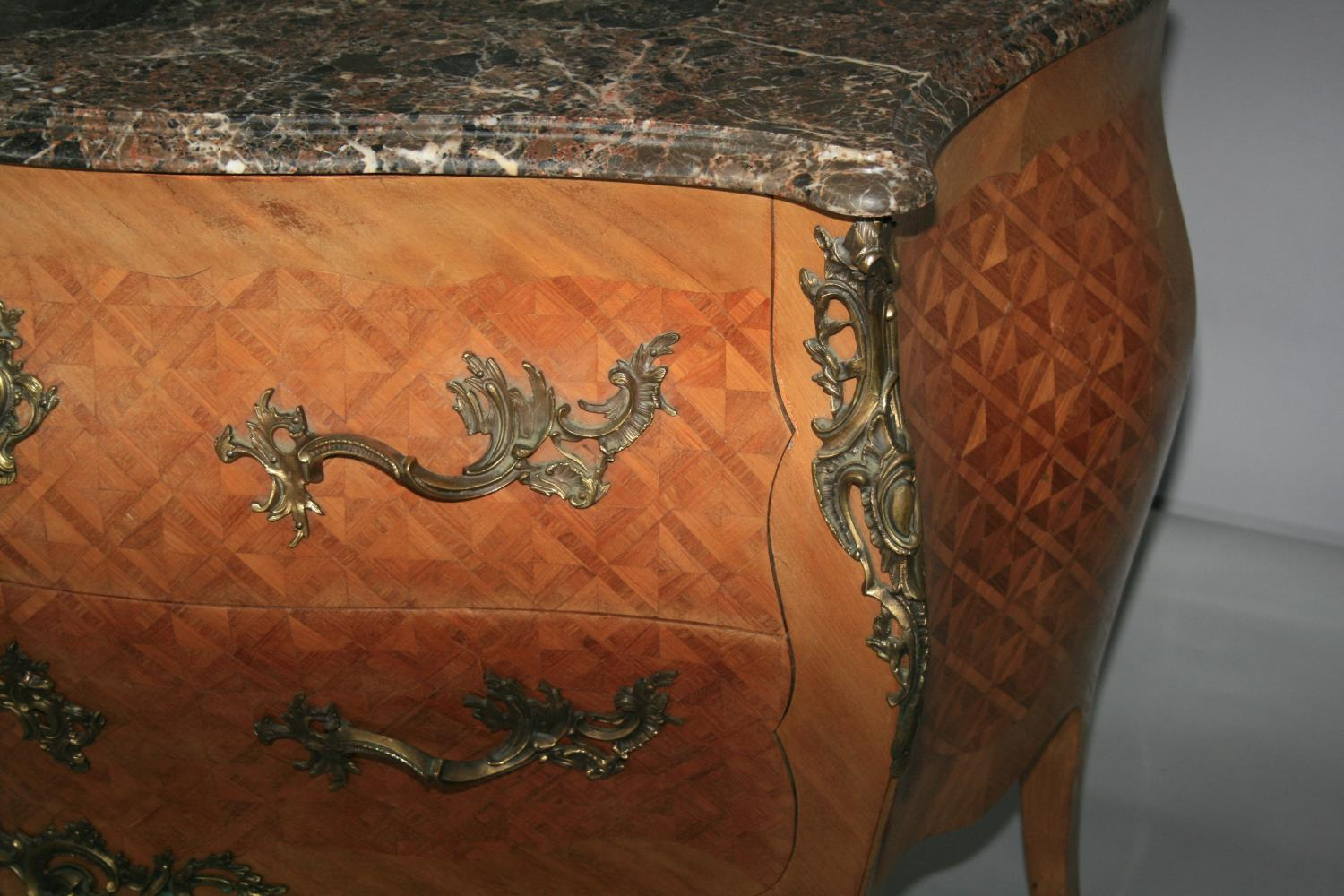 Fine quality antique serpentine commode with marble top above kingwood marquetry base with brass - Image 2 of 3