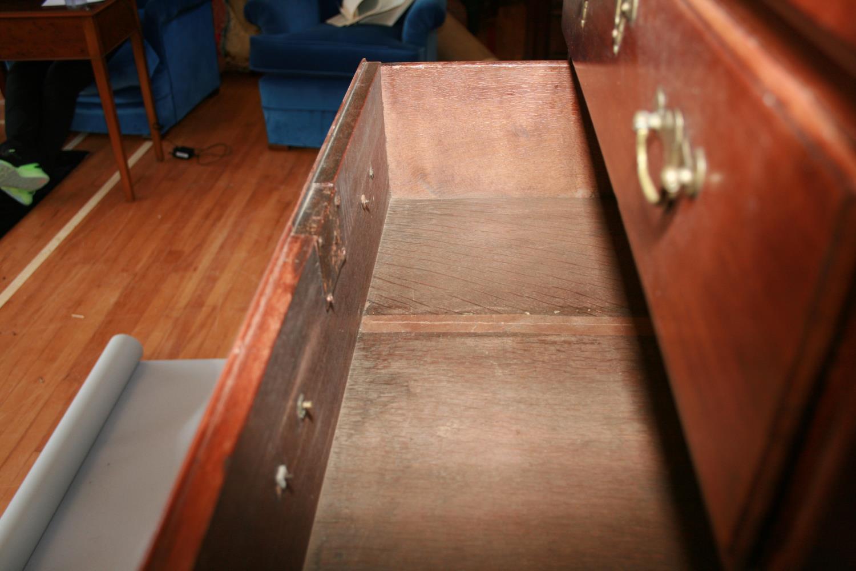 Fine Irish Georgian mahogany tall-boy chest of 8 graduated drawers standing on bracket feet 70 W x - Image 4 of 4