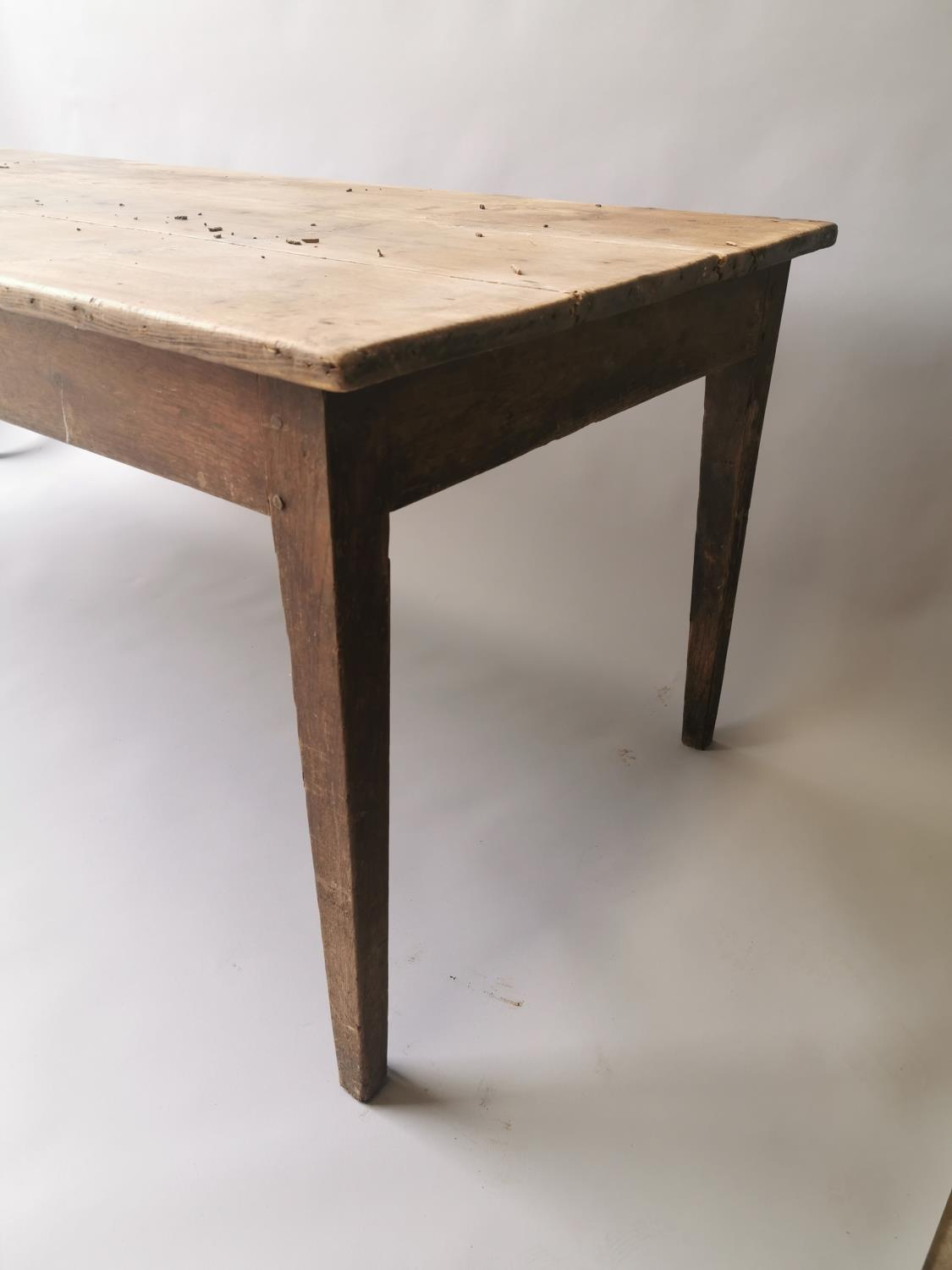 19th C. pine and oak kitchen table on square tapered legs 70 cm H x 198 cm L x 79 cm D - Image 4 of 5