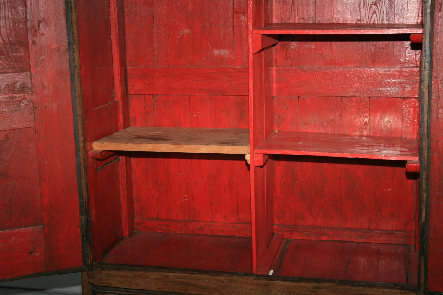17th Century oak armoire with panel door and sides. 120W x 180H x 52D - Image 4 of 5
