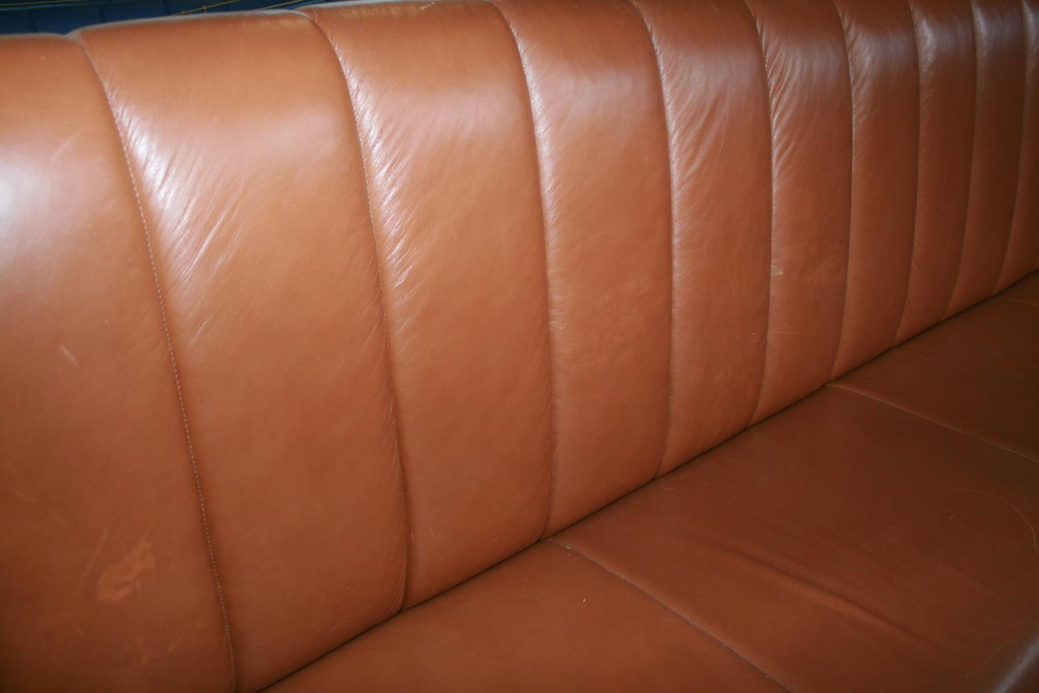 Fine quality fixed seating brown leather upholstered high seat with footrail and brass embellishment - Image 3 of 3