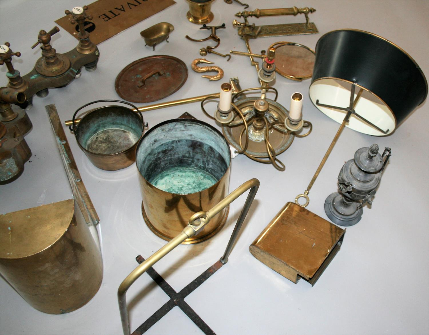 Collection of quality antique brass items, lamp, private sign etc - Image 4 of 4