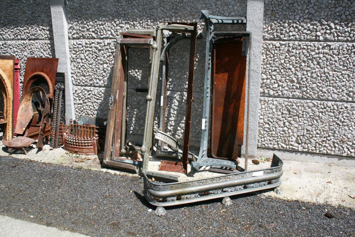 Large collection of antique cast iron fire insets, fire grates, fenders etc. - Image 2 of 6