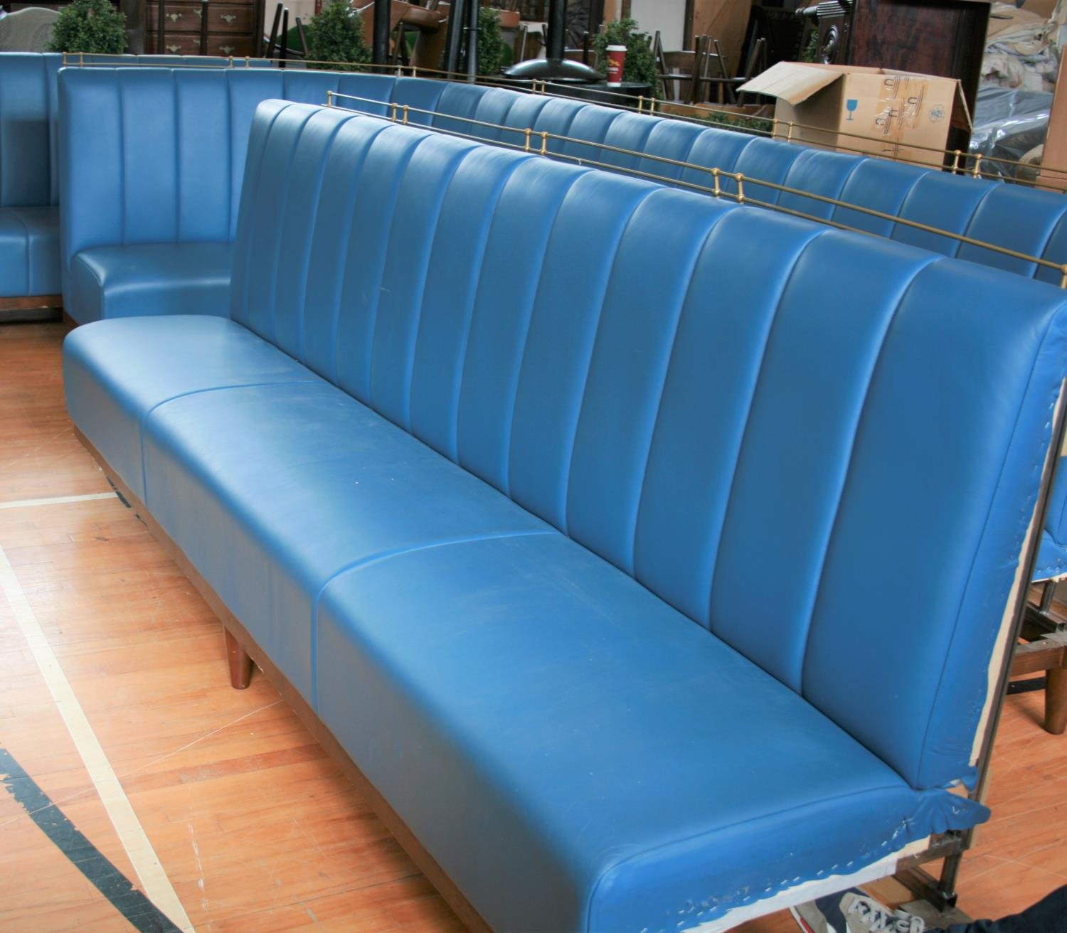 Matching / continuation very fine quality free standing leather upholstered seat (1 leather panel on