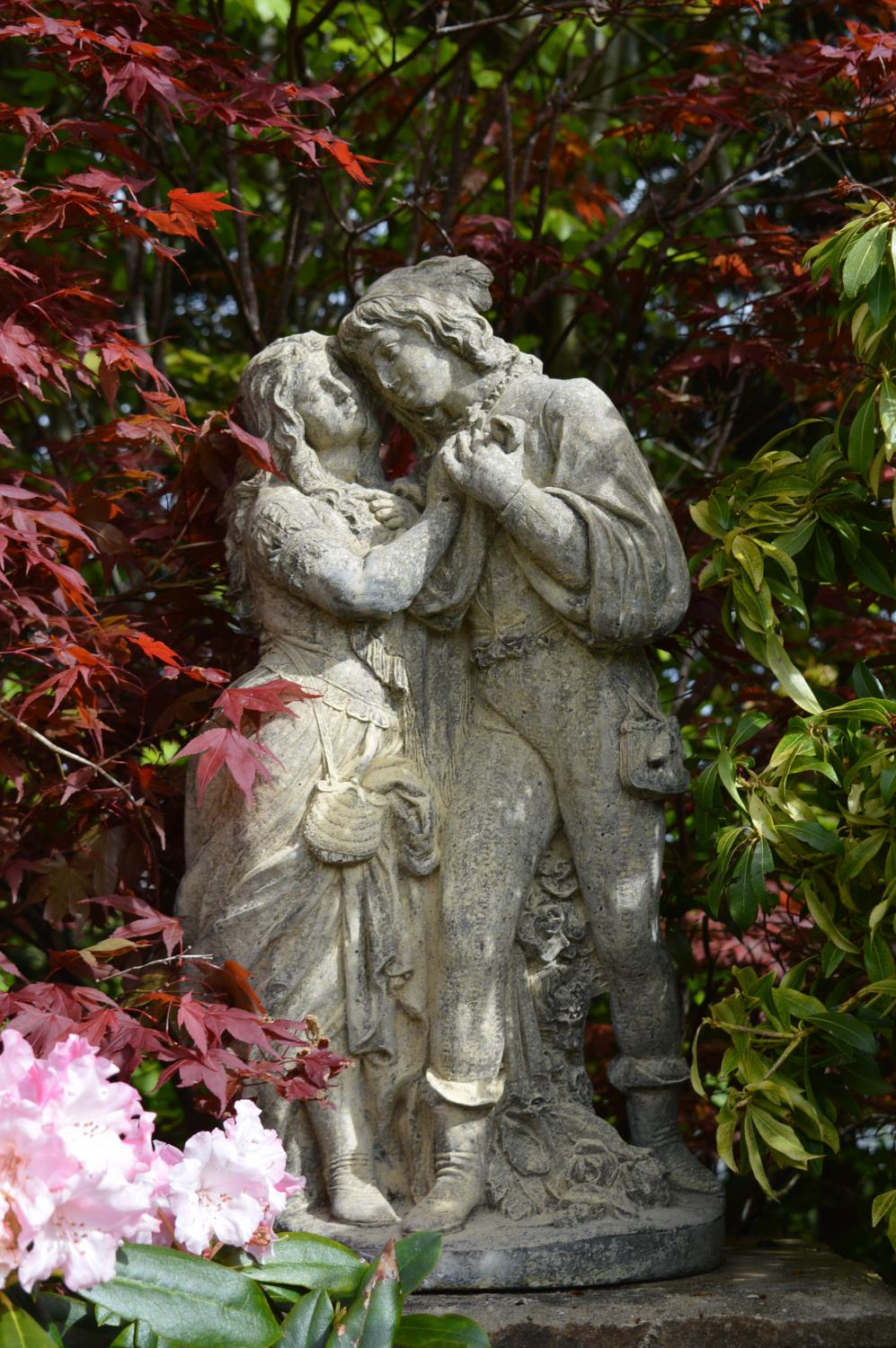 Stone sculpture of Romeo and Juliet
