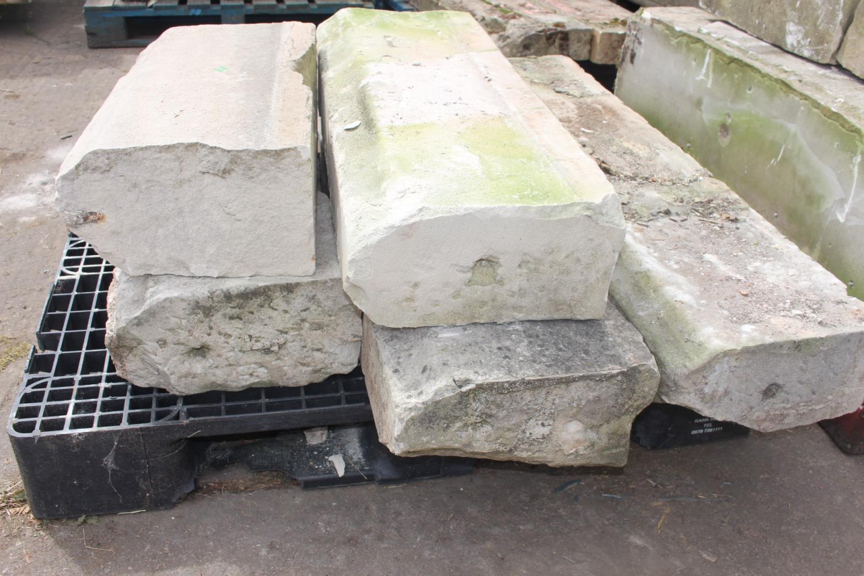 Pallet of five sandstone steps - Image 2 of 2