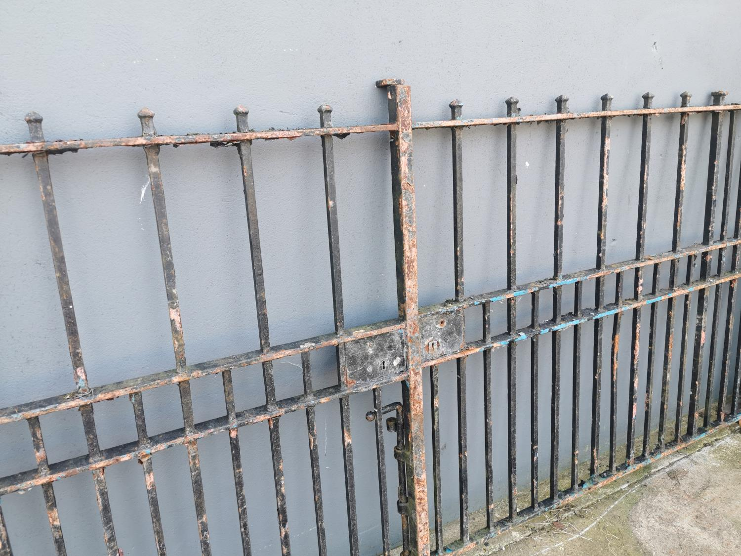 Pair of 19th C. wrought iron entrance gates - Image 2 of 3