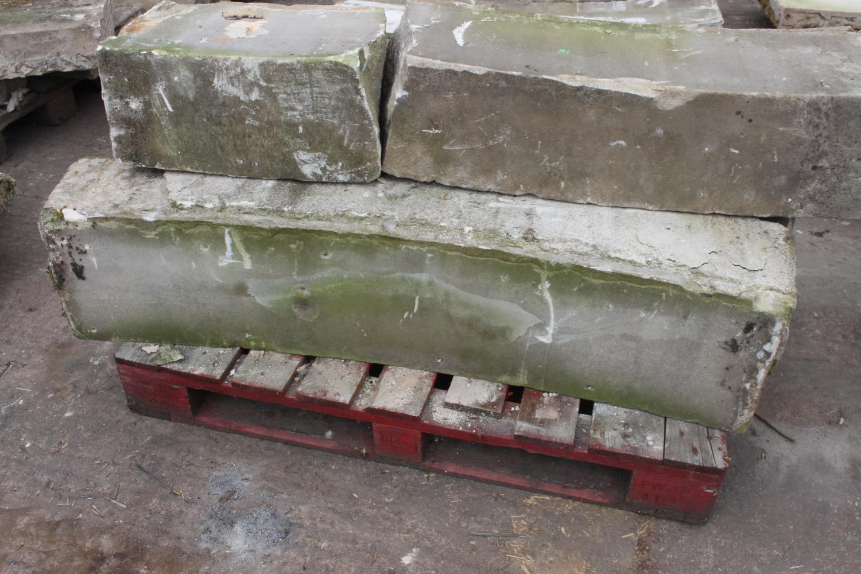 Pallet of four curved sandstone blocks - Image 2 of 2