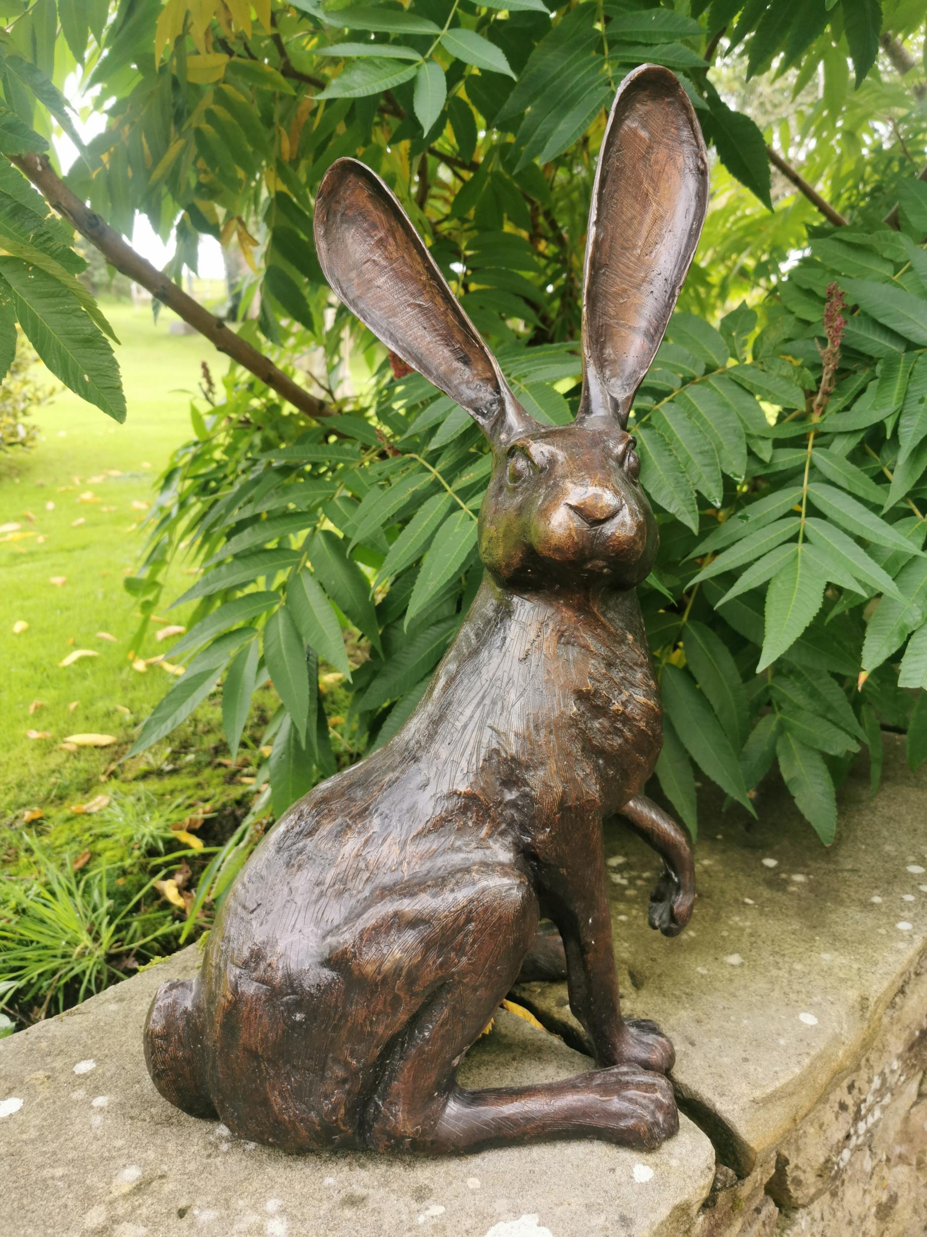 Bronze model of a seated hare - Image 4 of 4