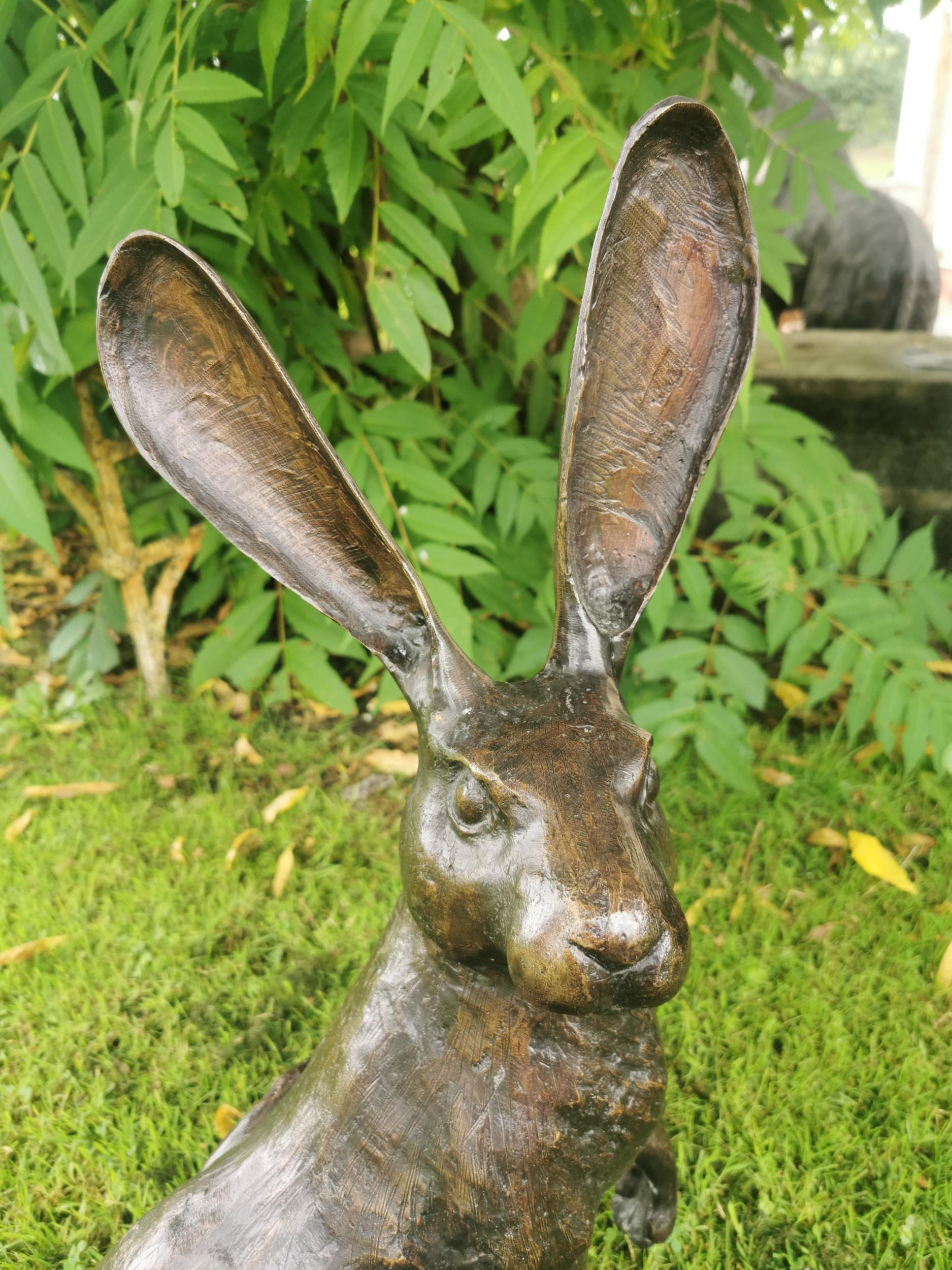Bronze model of a seated hare - Image 2 of 4