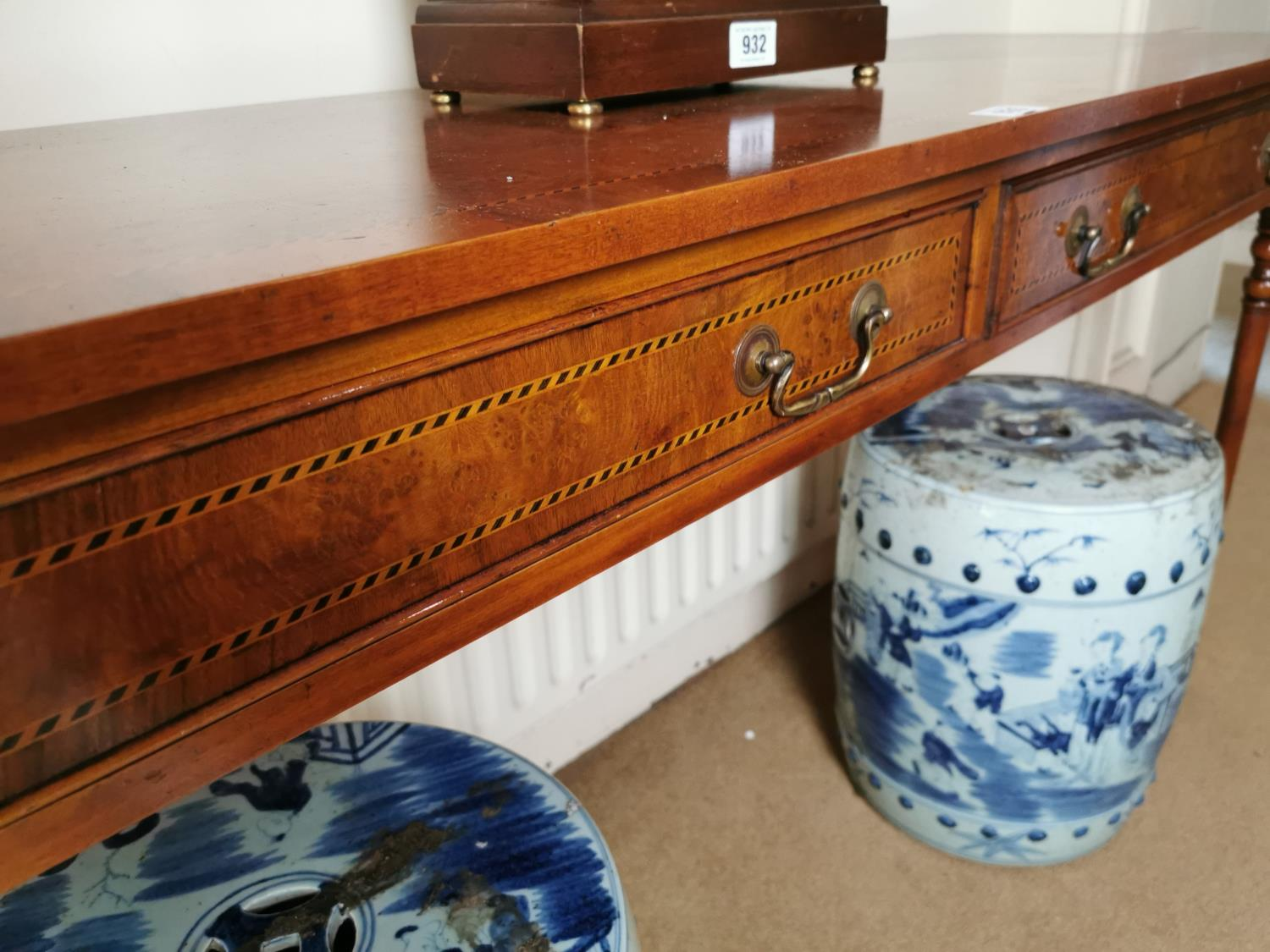 Burr walnut and inlaid satinwood side table. - Image 3 of 3