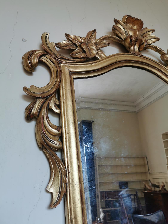 Gilt wall mirror surmounted with foliage - Image 2 of 2
