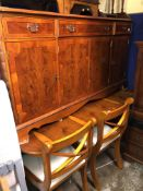 REPRODUCTION REGENCY STYLE YEW EXTENDING DINING TABLE FIVE SABRE LEG CHAIRS AND MATCHING SIDE