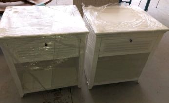 PAIR OF MODERN WHITE LOUVRE DRAWER FRONT BEDSIDE UNIT